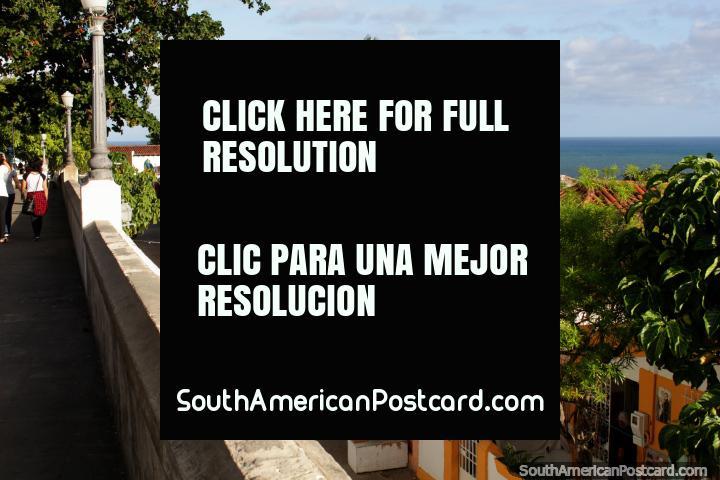 Olhe para estas casas sobre o cume de morro em Olinda, que visões fantásticas! (720x480px). Brasil, América do Sul.