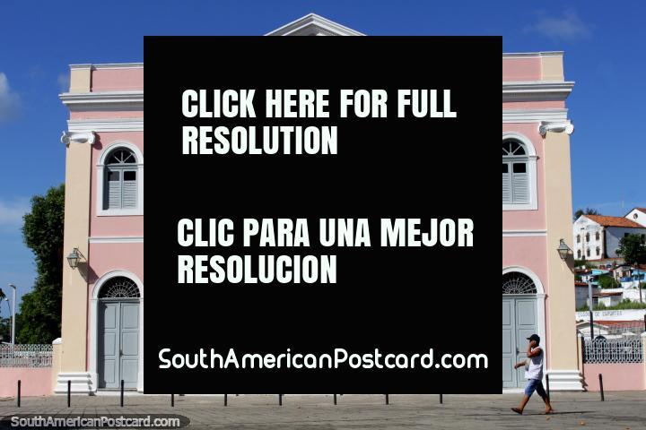 Teatro chamado Theatro Santa Roza pintado de rosa com portas arcadas e janelas em Joao Pessoa. (720x480px). Brasil, América do Sul.