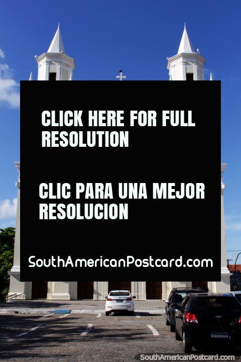Basïlica de Nossa Senhora das Neves, relógio, torres de sino, arcos, igreja em Joao Passoa. (480x720px). Brasil, América do Sul.