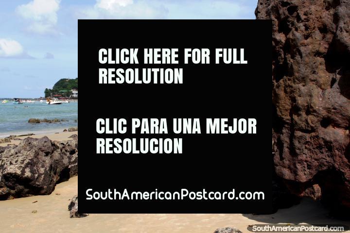 Praia de Pipa, visão de longe, andando a Praia de Golfinho. (720x480px). Brasil, América do Sul.