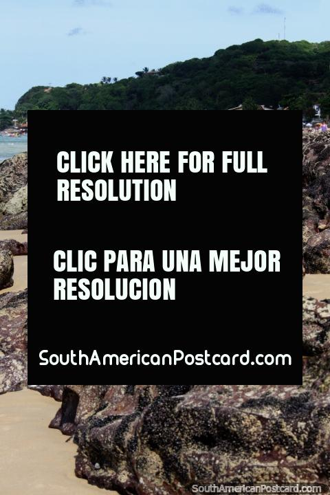 Vista desde la Playa de los Delfines a través de las rocas de Pipa en la distancia. (480x720px). Brasil, Sudamerica.