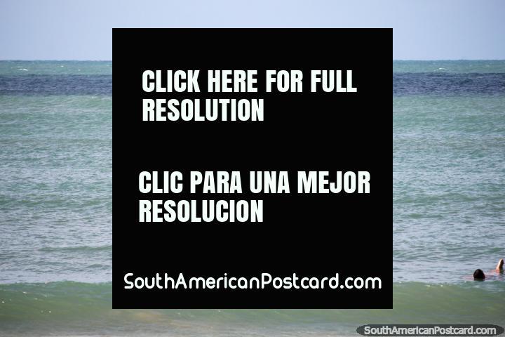 Alquile un kayak y busque delfines en la playa de Pipa. (720x480px). Brasil, Sudamerica.