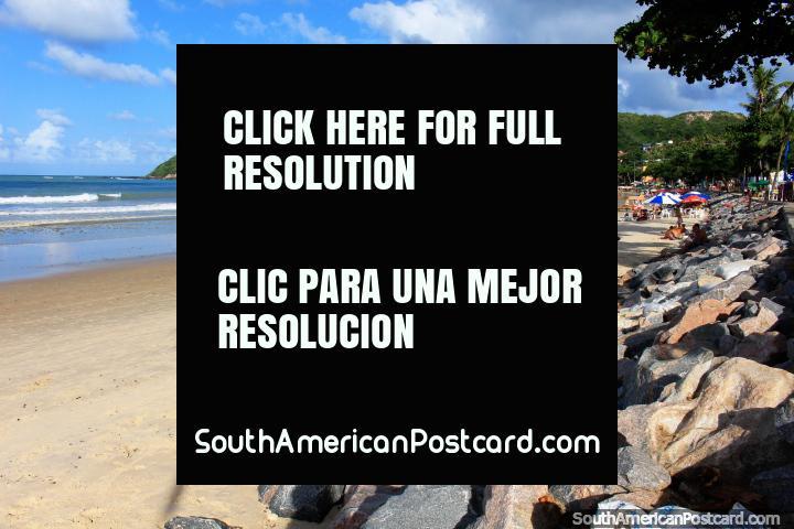 Praia de Ponta Negra com Morro faz Careca (Colina Calva) na distância, Natal. (720x480px). Brasil, América do Sul.