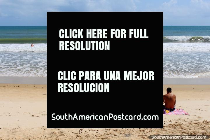 La playa de Ponta Negra fue la playa más frecuentada que visité en Brasil, la ola se desplaza. (720x480px). Brasil, Sudamerica.