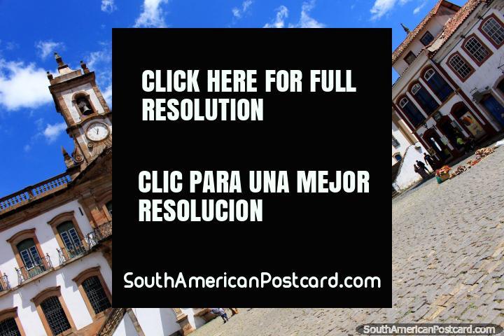 Un asombroso rincón de la Plaza Tiradentes en Ouro Preto, con una arquitectura Barroca bien conservada. (720x480px). Brasil, Sudamerica.