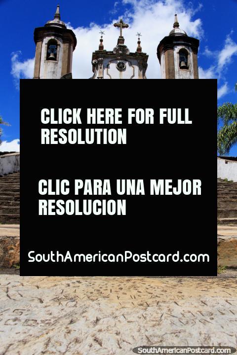 Iglesia Nossa Senhora do Carmo en Ouro Preto, una de las muchas iglesias antiguas aquí! (480x720px). Brasil, Sudamerica.