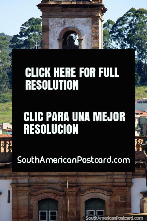 Torre del reloj en el Museo de la Conspiración que se encuentra en la Plaza Tiradentes en Ouro Preto. (480x720px). Brasil, Sudamerica.