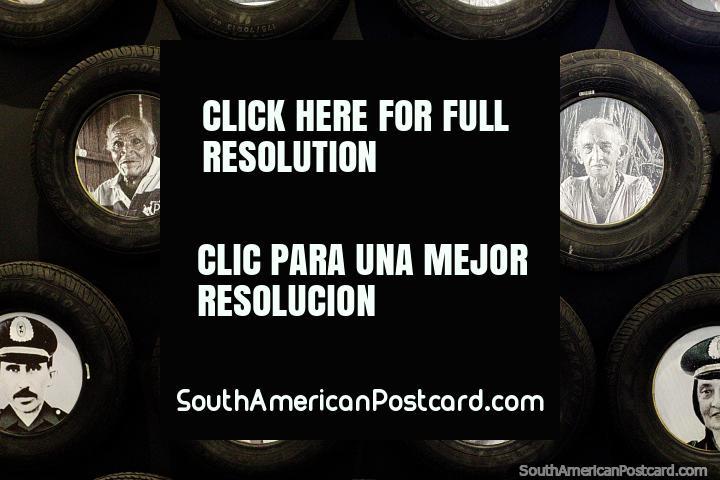 Neumáticos Euzkadi con fotos en blanco y negro de extractores de caucho en el interior, museo del caucho, Rio Branco. (720x480px). Brasil, Sudamerica.