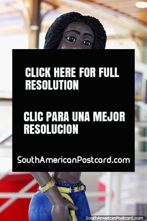 Bela Negra, beautiful black girl, woodwork, artist Sil Seles, Memorial Dos Autonomistas, Rio Branco. (480x720px). Brazil, South America.