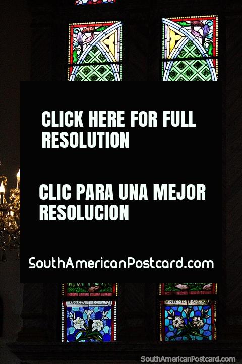 Outra da grande seleção de janelas de vidro manchadas em Porto Velho na catedral. (480x720px). Brasil, América do Sul.