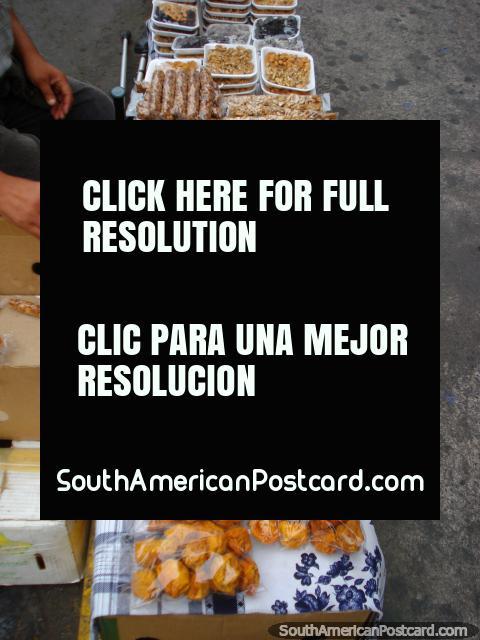 ¡Las frutas secas de rechupete y las nueces, melocotones, almendras, podan, nueces y pasas! (480x640px). Chile, Sudamerica.