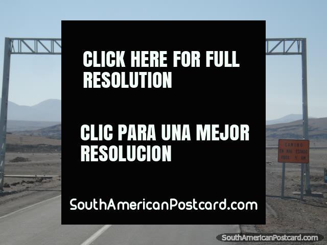 Arica de distância 257 km na estrada de Pan American, que vem do sul. (640x480px). Chile, América do Sul.