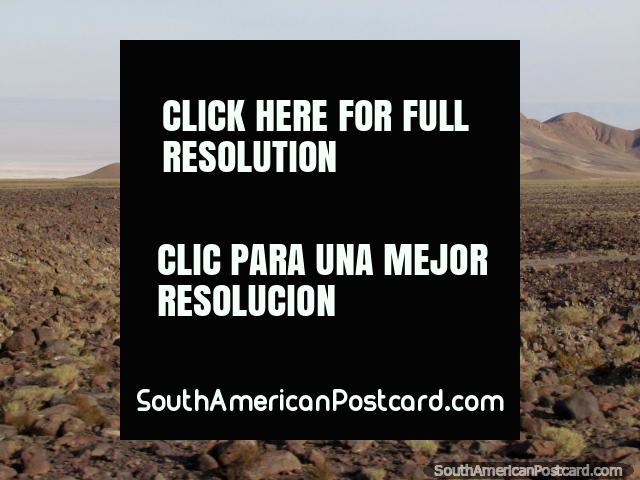 Colinas de rocha, as planïcies rochosas e o sal atenuam em San Pedro de Atacama. (640x480px). Chile, América do Sul.