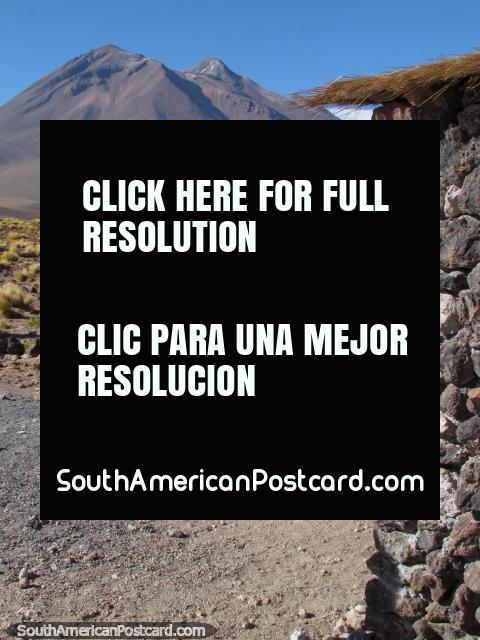 El punto de llegada para ver las 2 lagunas - Miscanti y Miniques en San Pedro de Atacama. (480x640px). Chile, Sudamerica.