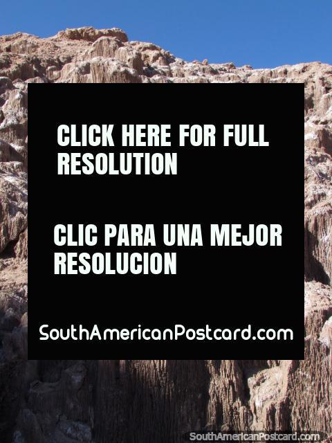 Un tipo prehistórico de terreno creado por la sal en el Valle de la Luna, San Pedro de Atacama. (480x640px). Chile, Sudamerica.