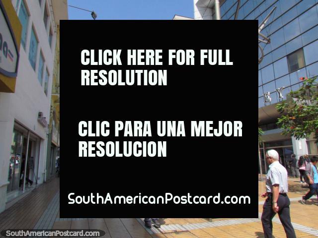 Passeio Arturo Prat, um público sem carro área que anda e faz compras em Antofagasta. (640x480px). Chile, América do Sul.