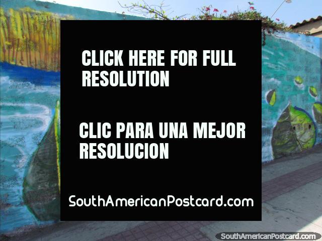 La mujer sostiene al bebé en una canoa de la hoja, mural en la pared en Antofagasta. (640x480px). Chile, Sudamerica.