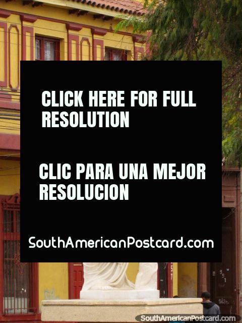 Hay muchas ilustraciones en la pantalla en Avenida Francisco de Aguirre en La Serena. (480x640px). Chile, Sudamerica.