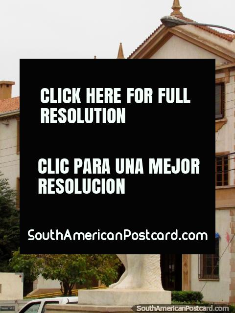 Male white statue artwork and an historical building in La Serena. (480x640px). Chile, South America.