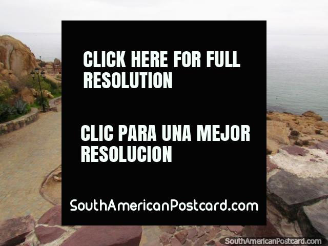The fort in Coquimbo built on rocky terrain beside the sea. (640x480px). Chile, South America.
