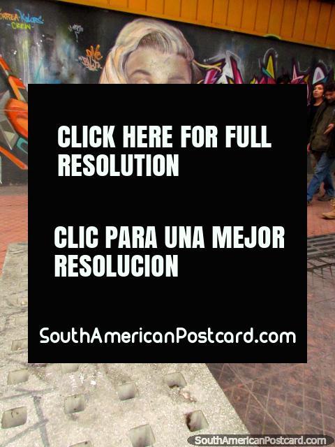 Pintura mural de la pared de Marilyn Monroe en barrio Bellavista en Santiago. (480x640px). Chile, Sudamerica.