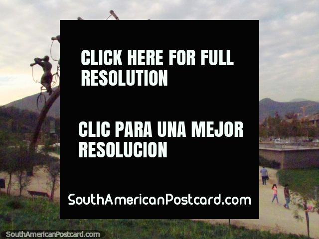 'La Busqueda' sculpture made in 2011 in Parque Bicentenario in Santiago. (640x480px). Chile, South America.