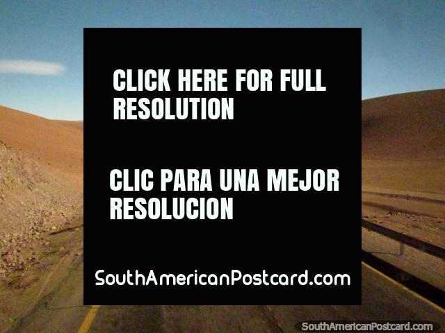 El camino a través de las montañas entre Paso de Jama y San Pedro. (640x480px). Chile, Sudamerica.