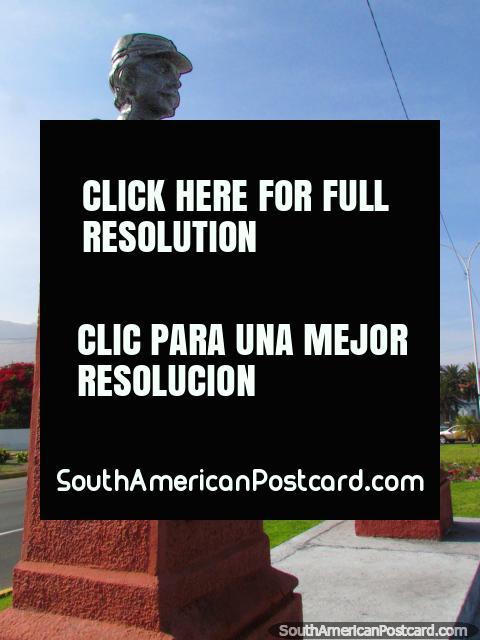 Captain Ignacio Carrera Pinto and Subtenant Luis Cruz Martinez, busts of 2 military men in Iquique. (480x640px). Chile, South America.