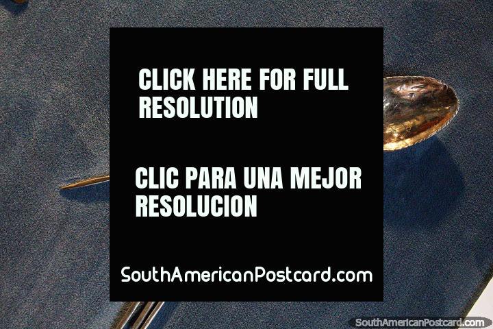 Cuchara de plata elaborada por el pueblo Mapuche en el Museo de Historia y Antropología de Valdivia. (720x480px). Chile, Sudamerica.