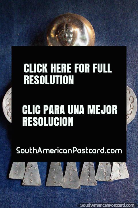 Caras esculpidas en plata por el pueblo Mapuche, Museo de Historia y Antropología en Valdivia. (480x720px). Chile, Sudamerica.