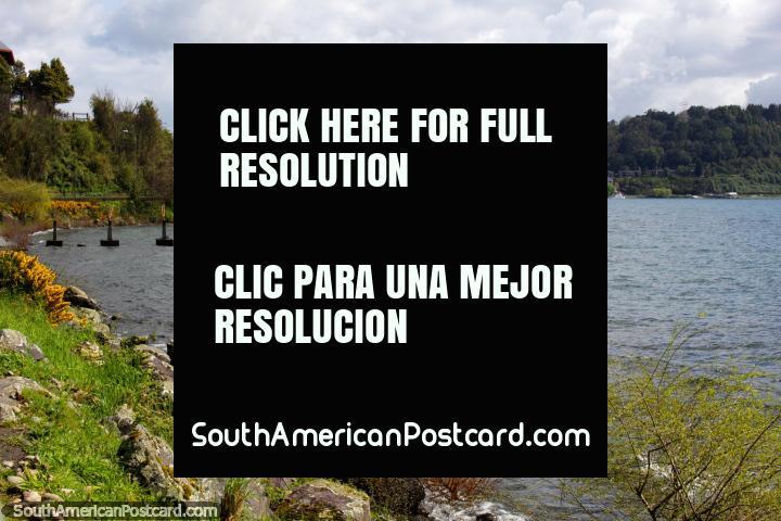 O lago Llanquihue, que rememora em direção ao centro da cidade em Porto Varas. (720x480px). Chile, América do Sul.