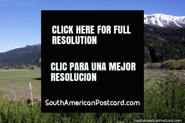 ¡Casa sola, qué lugar tan fantástico para vivir, tanto espacio para patear un balón de fútbol, Futaleufú! (720x480px). Chile, Sudamerica.