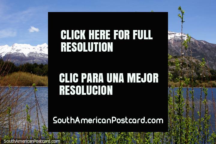 Hermosas vistas alrededor de Laguna Espejo con montañas nevadas en Futaleufú. (720x480px). Chile, Sudamerica.