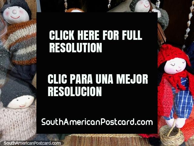 Woolen dolls, popular at craft shops in the city of Castro. (640x480px). Chile, South America.