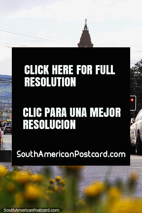 Visto desde grandes distancias es el Santuario María Auxiliadora en Punta Arenas. (480x720px). Chile, Sudamerica.