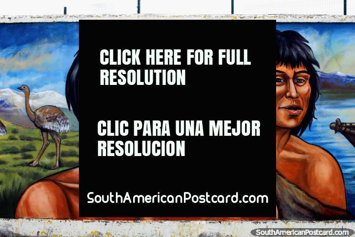Los indígenas cazaban animales como emú, mural de Eladio Godoy Vera en Puerto Natales. (720x480px). Chile, Sudamerica.