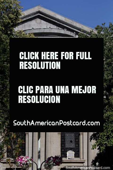 Fachada del Teatro Municipal de Viña del Mar, construido entre 1925-30, un monumento histórico. (480x720px). Chile, Sudamerica.