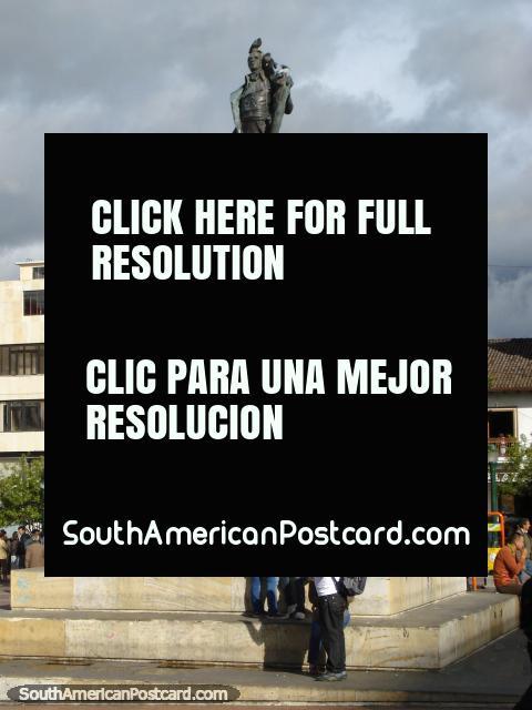 Monumento a Antonio Narino (1765-1824) na praça pública principal em Pasto, lïder militar. (480x640px). Colômbia, América do Sul.