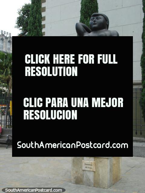 Pensamiento 1992 bronze work at Plaza Botero, Medellin. (480x640px). Colombia, South America.