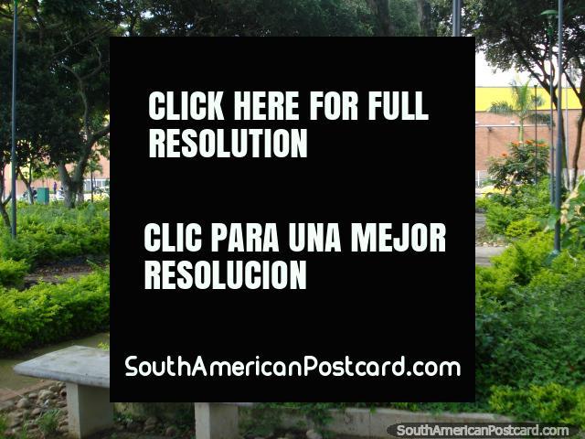 Parque dos Periodistas junto de Exito em Bucaramanga. (640x480px). Colômbia, América do Sul.