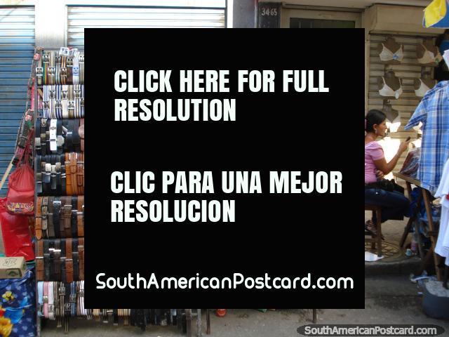 Cintos de couro de venda nos mercados em Bucaramanga. (640x480px). Colômbia, América do Sul.