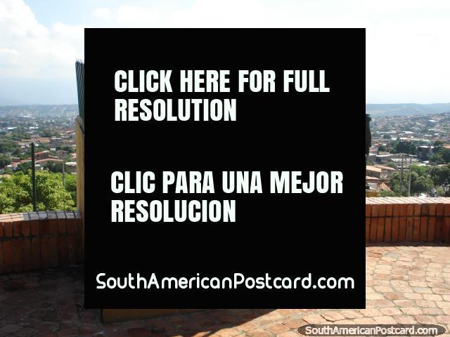 The cannon, La Batalla de Cucuta monument. (640x480px). Colombia, South America.