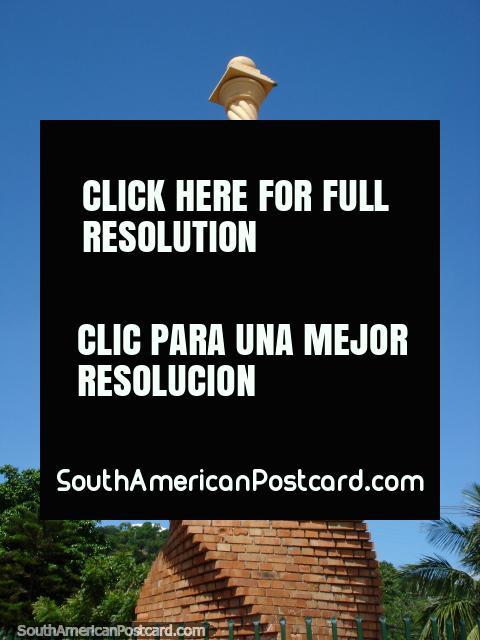 Monumento de La Batalla de Cucuta, a batalha de Cucuta. (480x640px). Colômbia, América do Sul.