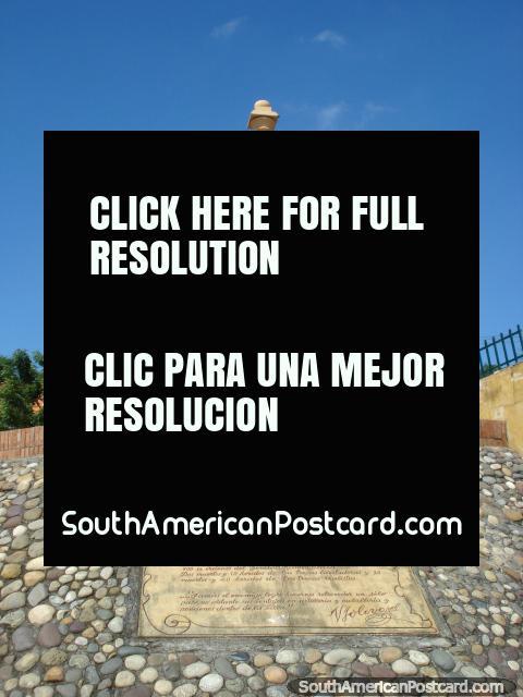 La Batalla de Cucuta - enroscó el monumento de ladrillo. (480x640px). Colombia, Sudamerica.