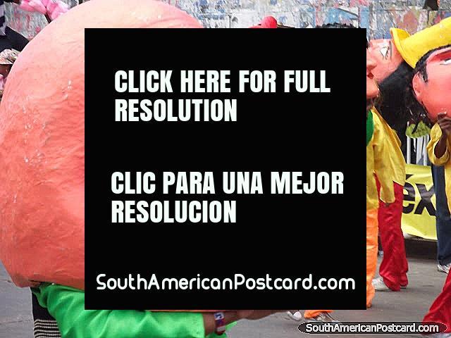 Los jefes que bailan, la gente con cabezas grandes en Carnaval Barranquilla. (640x480px). Colombia, Sudamerica.
