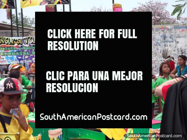 Señorita que funciona en un flotador en Carnaval Barranquilla. (640x480px). Colombia, Sudamerica.