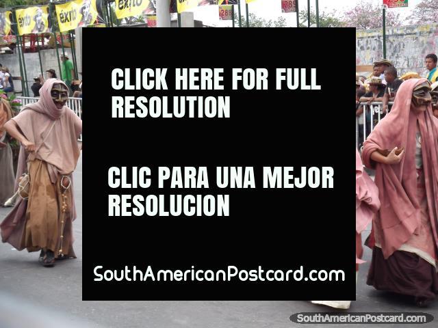 La gente del elfo, como algo de Star Wars en Carnaval Barranquilla. (640x480px). Colombia, Sudamerica.