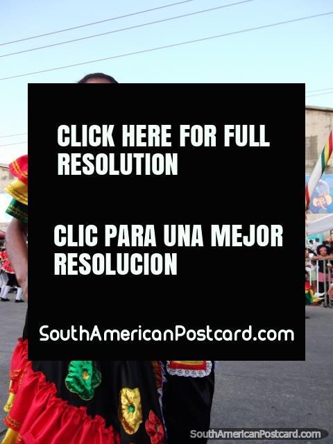Cumbiamberos, la mujer y el hombre bailan a compañeros en el Carnaval Barranquilla. (480x640px). Colombia, Sudamerica.
