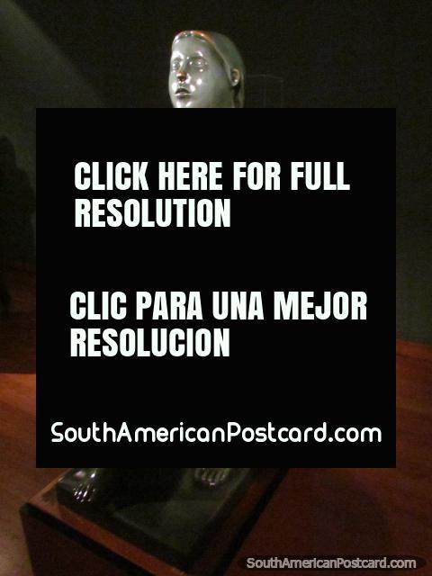 Figura de bronce de Maternidad en Museo Botero en Bogotá. (480x640px). Colombia, Sudamerica.