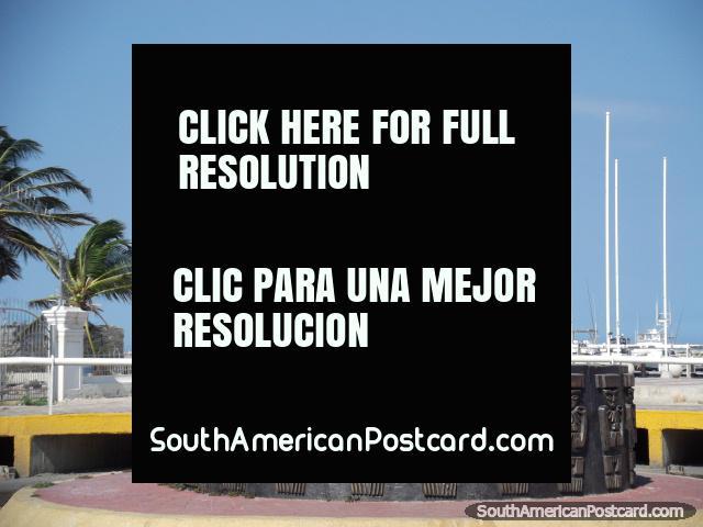 Monumento de Tayrona em West End de praia de Santa Marta, masculina e feminina. (640x480px). Colômbia, América do Sul.